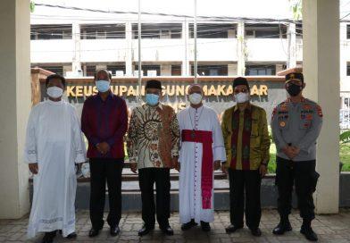 John N Palinggi Mendamping Said Aqil Siroj Mengunjungi Gereja Katedral Makassar